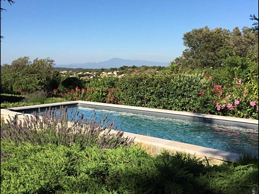 VILLENEUVE LES AVIGNON: Très belle villa avec 2 chambres climatisées, vue et piscine magnifiques