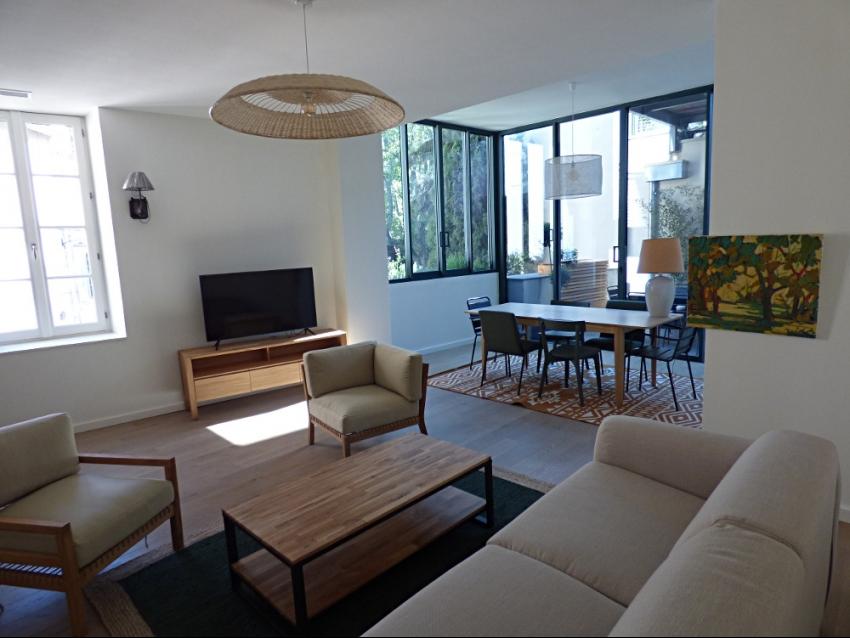 AVIGNON INTRA MUROS: Magnifique appartement entièrement neuf et climatisé avec terrasse et box au coeur du Centre Historique