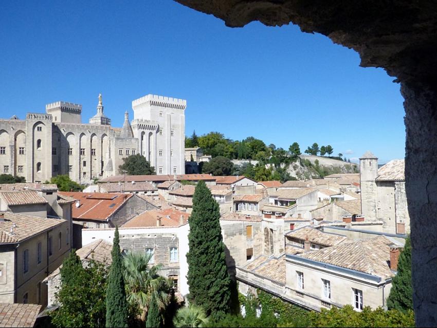 Avignon intra muros, Banasterie, terrasse, location saisonnière, temporaire, festival, vacances, séjour touristique ou d'affaire.