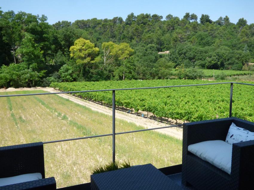Balcon de la suite parentale avec vue sur les vignes