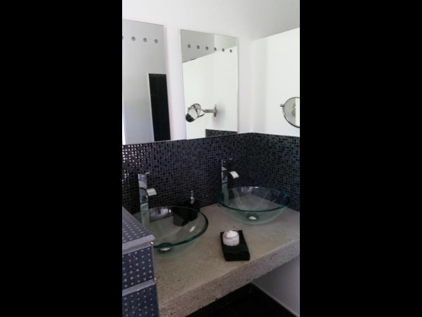Salle de bain avec douche de la suite parentale
