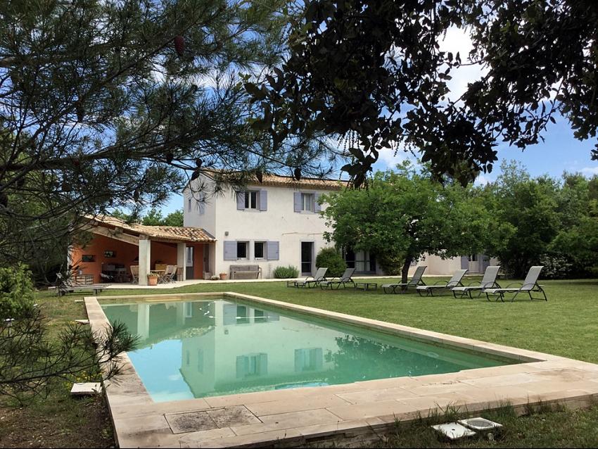 LUBERON - LACOSTE: Villa moderne, prestations haut de gamme avec piscine