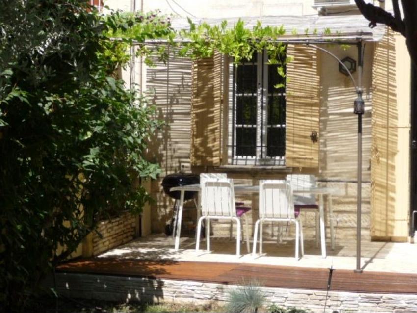 AVIGNON EXTRA MUROS: Charmante maison de ville climatisée avec jardin