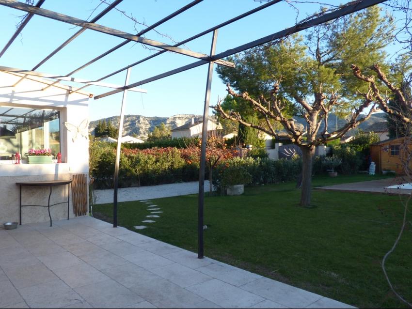 Luberon les taillades villa avec piscine et jardin clos for Location villa piscine luberon