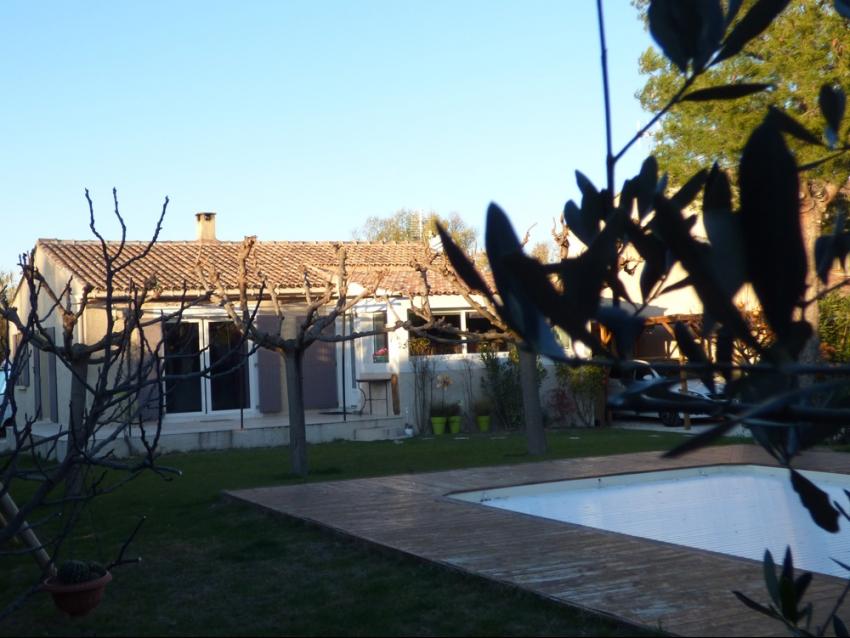 Luberon, Les Taillades, location saisonnière, temporaire, villa, jardin clos, piscine chauffée, sécurisée, vacances, séjour touristique.