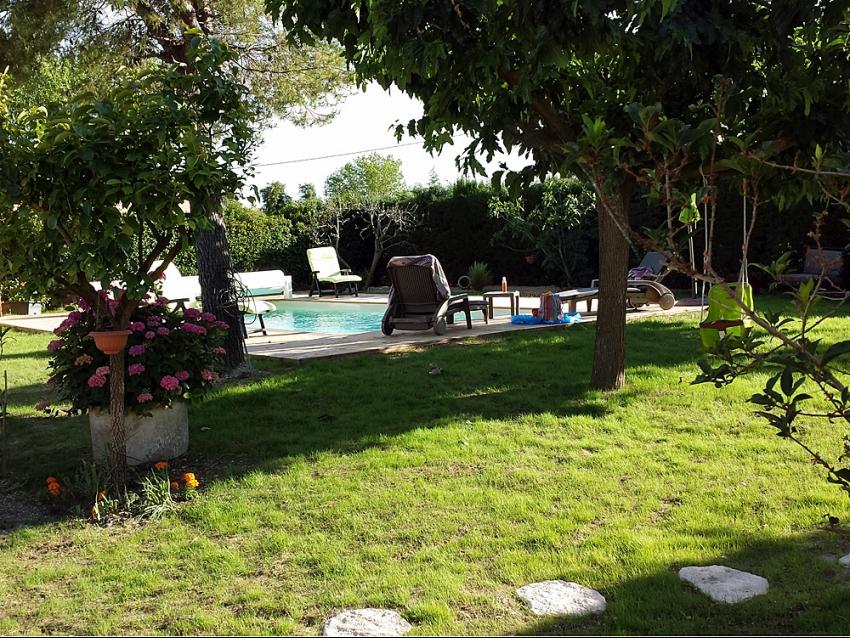Luberon, Les Taillades, location saisonnière, temporaire, villa, jardin clos, piscine chauffée, sécurisée, vacances, séjour touristique.vue sur le Luberon