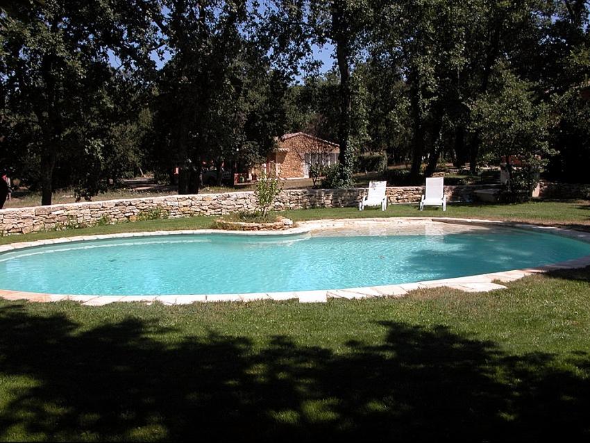 LUBERON - MÉNERBES: Le Petit Mas d'Eve en pierre avec piscine en pleine nature