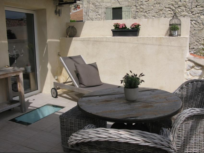 VILLENEUVE LES AVIGNON: Charmante maison de ville parfaitement équipée avec terrasse et garage
