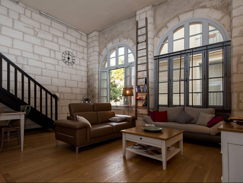AVIGNON INTRA MUROS: Loft avec climatisation au coeur du Centre Historique au calme et avec patio
