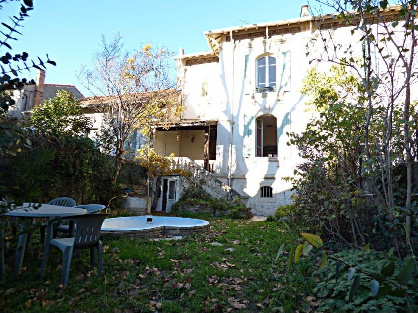 AVIGNON EXTRA MUROS: Proche remparts, grande et belle maison ancienne avec 4 chambres et jardin