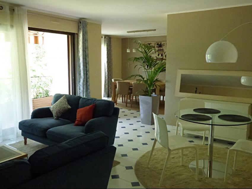 AVIGNON INTRA MUROS: Grand appartement de standing au calme avec terrasses et parking dans résidence sécurisée