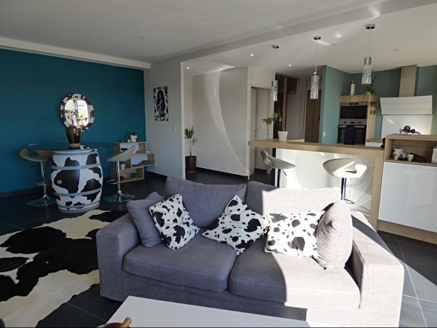 AVIGNON EXTRA MUROS: Très bel appartement lumineux, moderne, climatisé avec terrasse