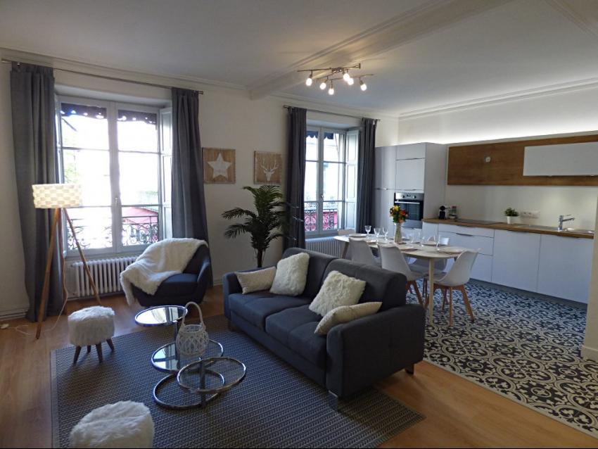 AVIGNON INTRA MUROS: Très bel appartement traversant entièrement climatisé et restauré au printemps 2018 au coeur du Centre Historique