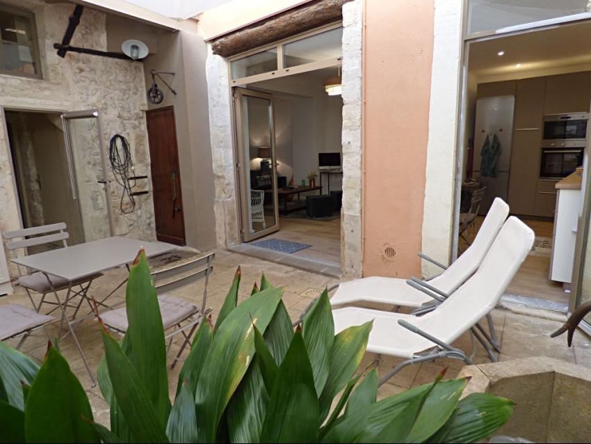 AVIGNON INTRA MUROS: Très bel appartement au calme avec cour intérieure