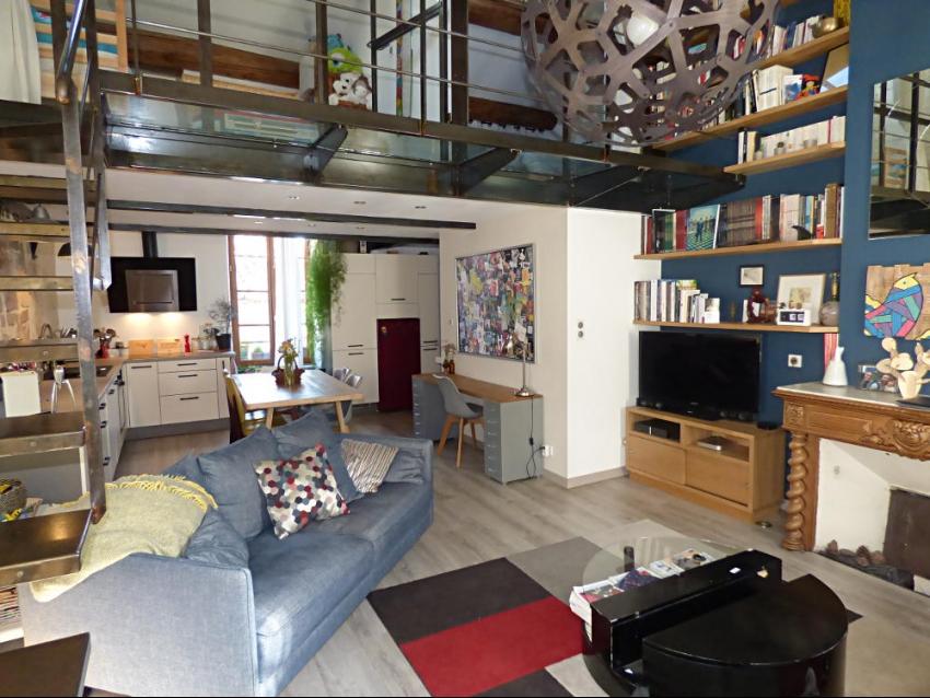 AVIGNON INTRA MUROS: Beaucoup de charme pour cet appartement en coeur de ville et au calme d'une petite rue