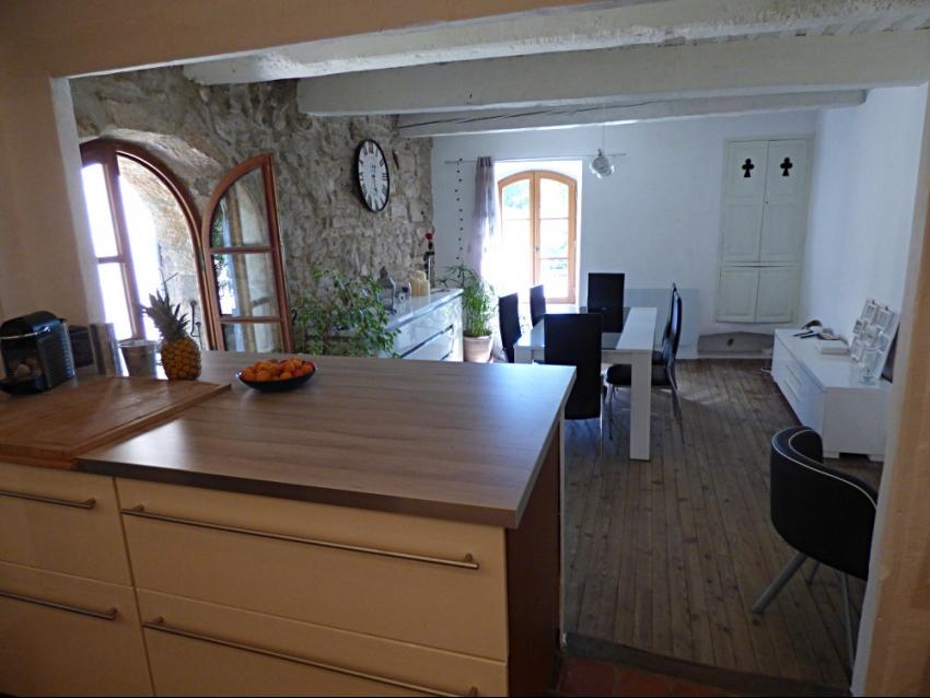 location-luberon-robion-salle à manger-cuisine ouverte 2