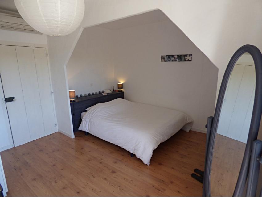 location-luberon-robion-chambre parentale climatisée