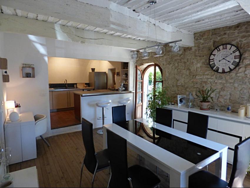 location-luberon-robion-salle à manger-cuisine ouverte 1