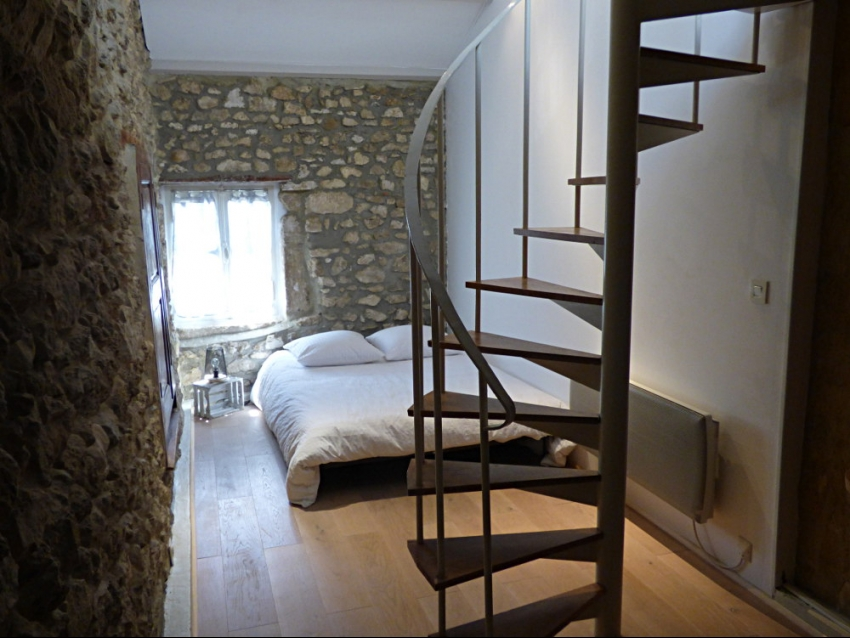 location-luberon-robion-chambre double avec couchage lit simple en mezzanine