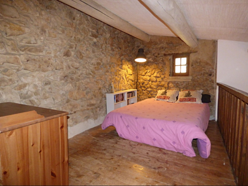 location-luberon-robion-chambre double en mezzanine du salon