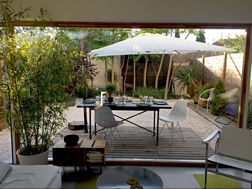 AVIGNON EXTRA MUROS: Très belle maison d'architecte avec jardin au calme à 5 minutes des remparts