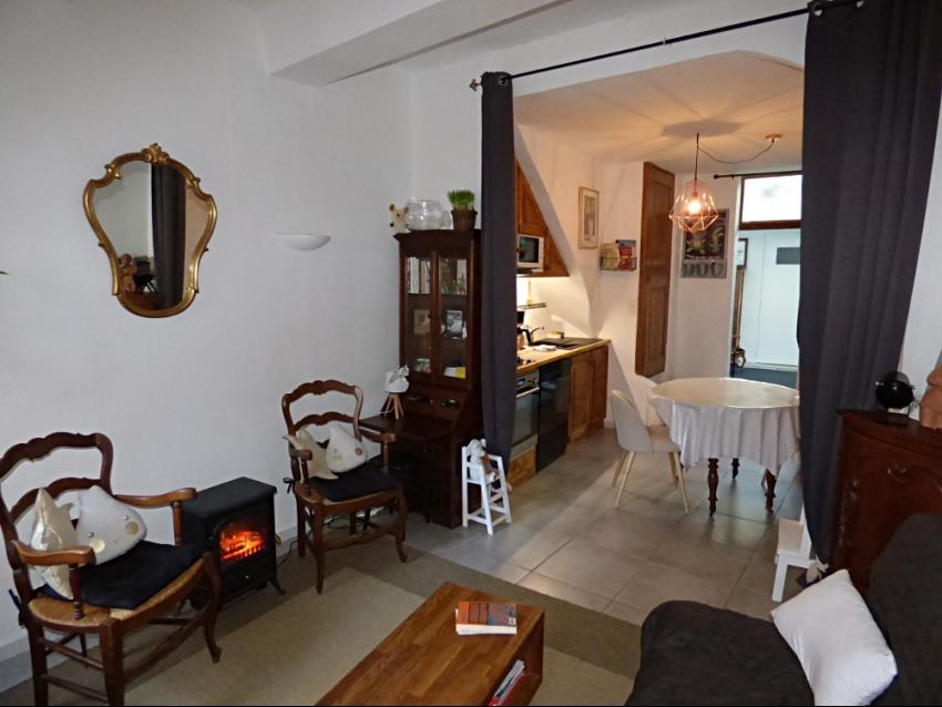 AVIGNON INTRA MUROS: Proche Place des Carmes, charmante maison de ville toute équipée, en partie climatisée, avec 3 chambres